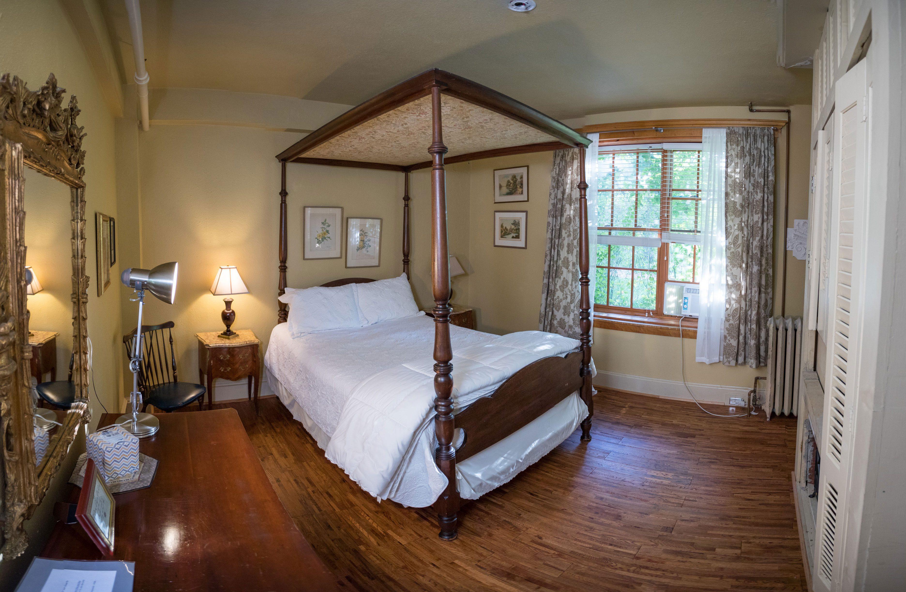 Ameilia Earheart Room - Bed