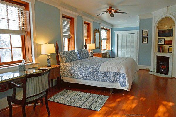 Robert Frost Room - Corner